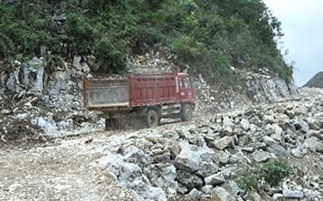 玮石矿业基地运输
