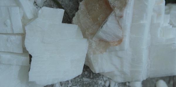 氢氧化钙在天然橡胶中的应用